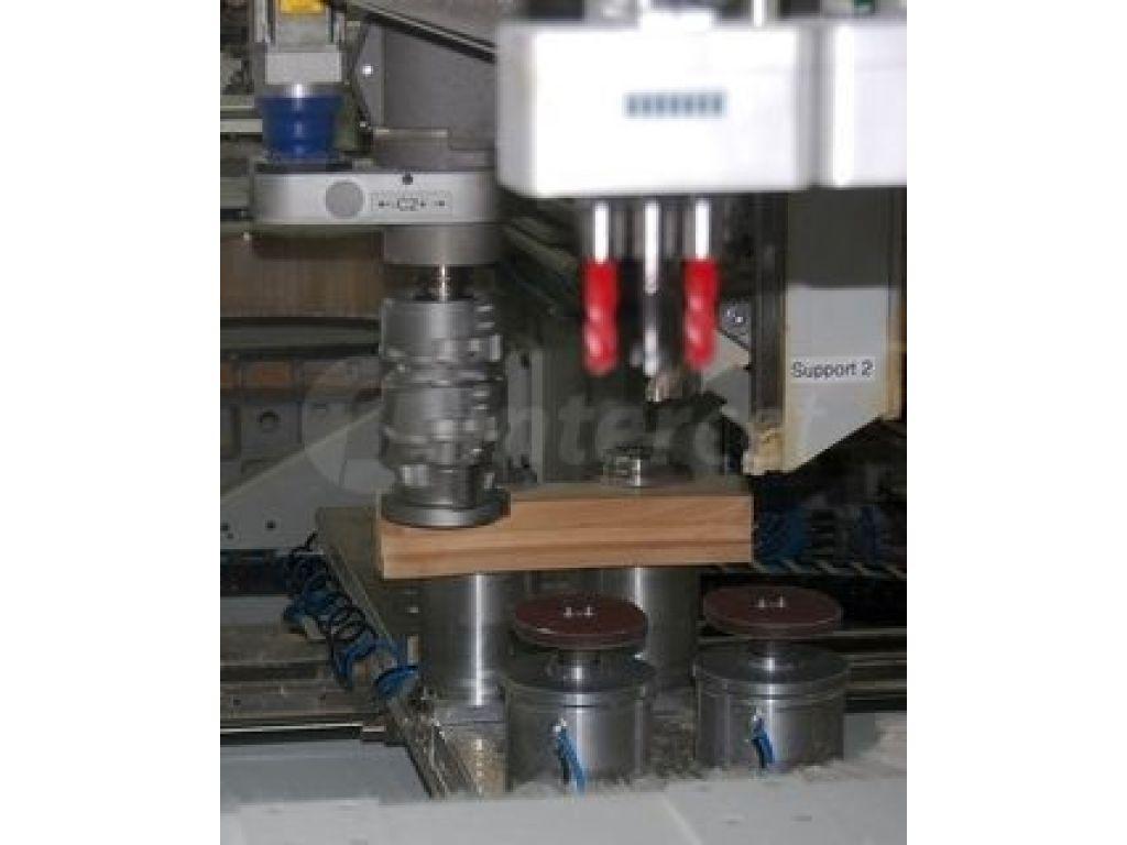 CNC center za izdelavo lesenih oken Weinig Conturex - zalogovnik z orodjem.