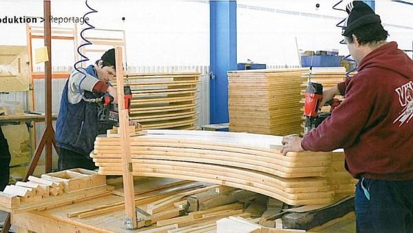 Stiskanje lamel v brezkončno širino za proizvodnjo plošč iz masivnega lesa