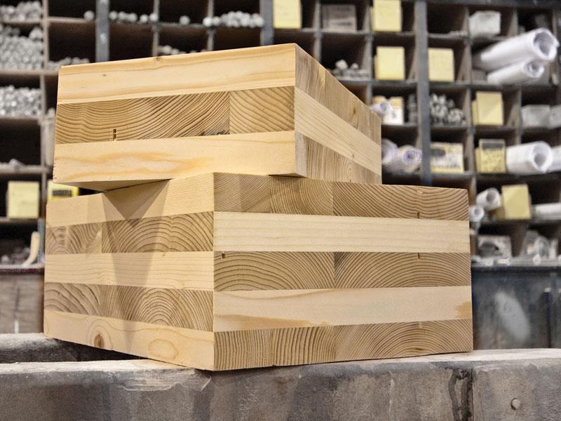 Stroji za izdelavo križno lepljenega lesa