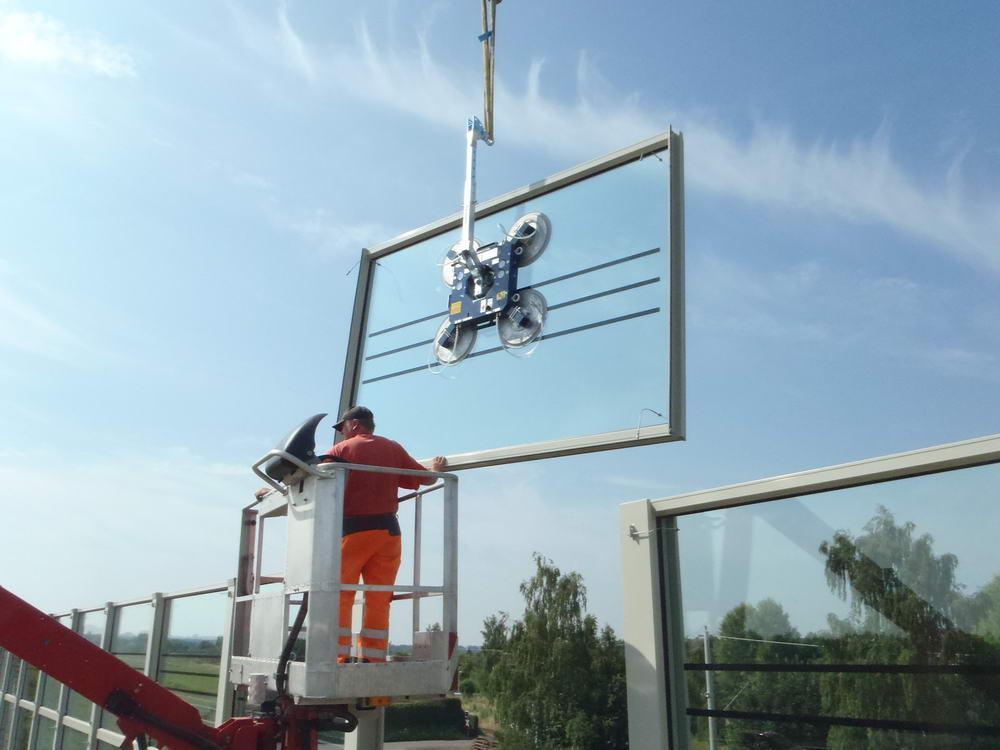 Naprave za dvigovanje stekla za uporabo na žerjavih