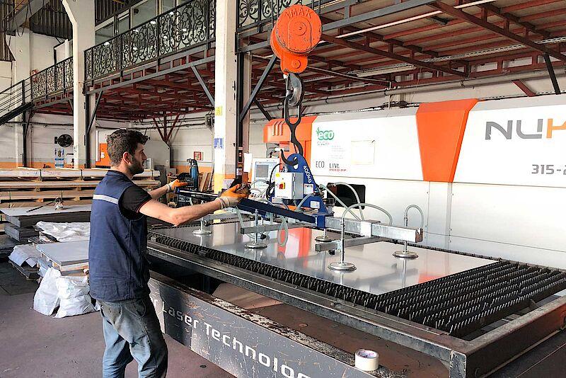 Nalaganje strojev za predelavo kovine