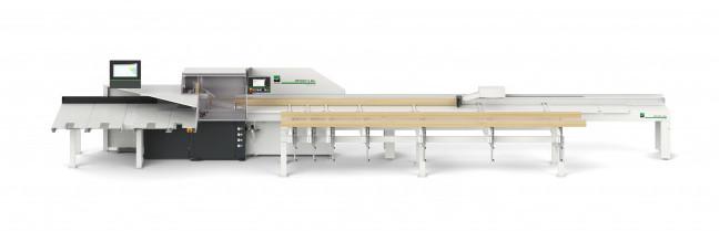 Izvedba optimirnega čelilnika z avtomatskim prečni dodajanjem in prečnim transportiranjem elementov po razrezu.