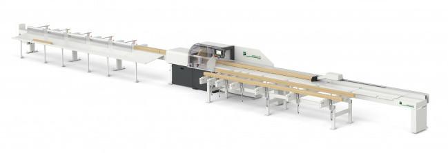 Izvedba optimirnega čelilnika OptiCut S50+ z avtomatskim prečnim dodajanjem in avtomatskim sortiranjem.