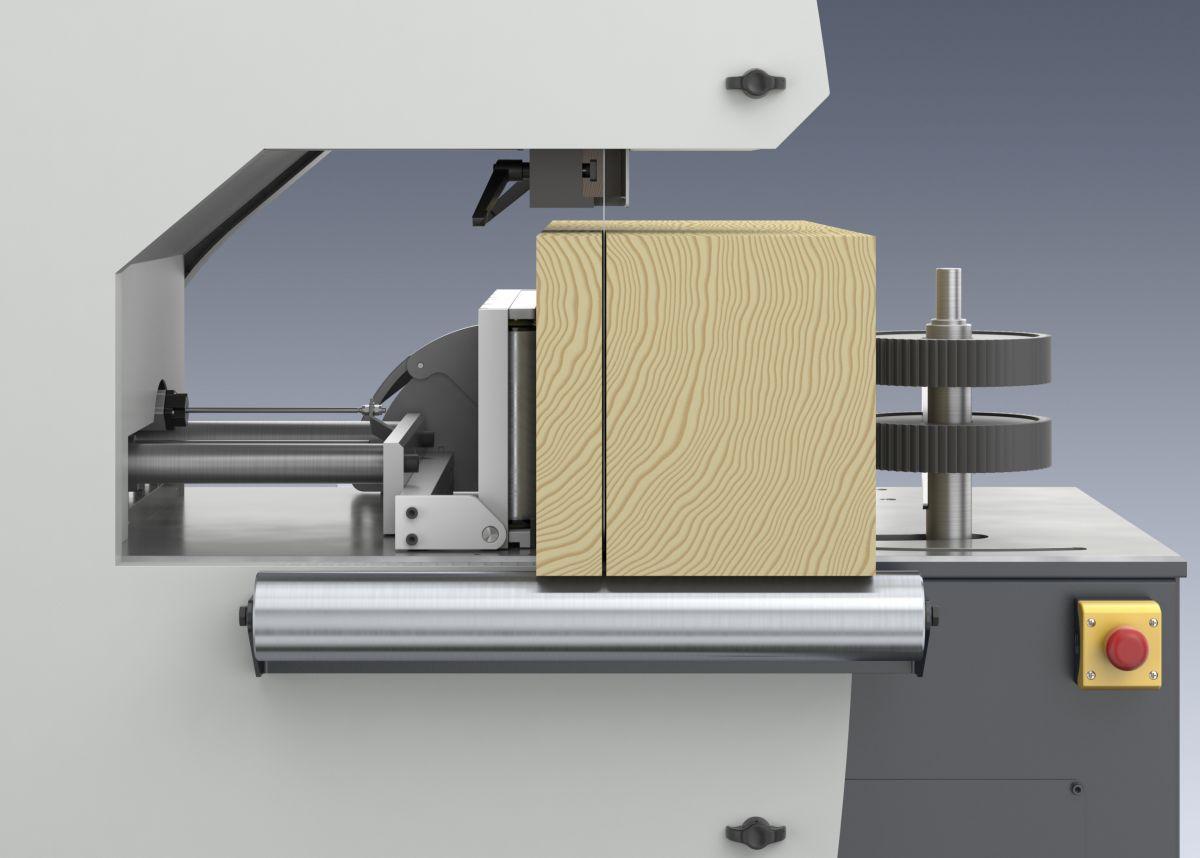 Tračna žaga Weinig VarioSplit 900 z nagibnim prislonom omogoča raven razrez.