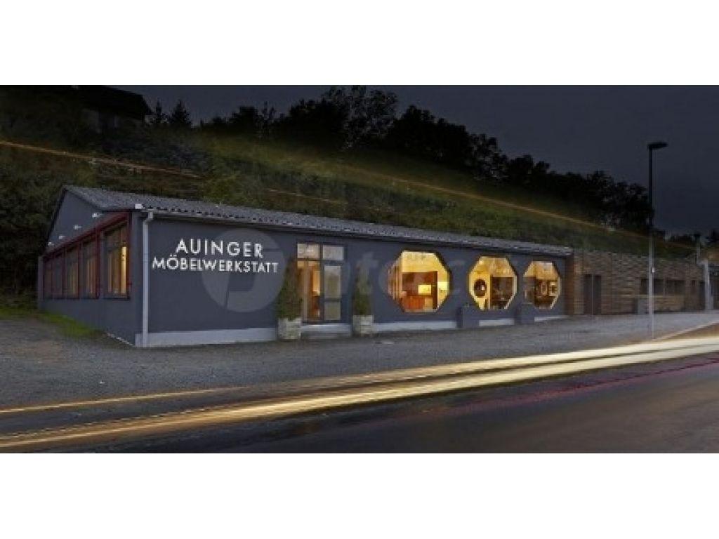 Skobeljni stroj Cube omogoča izdelavo visokokakovostnega pohištva podjetja Auinger.