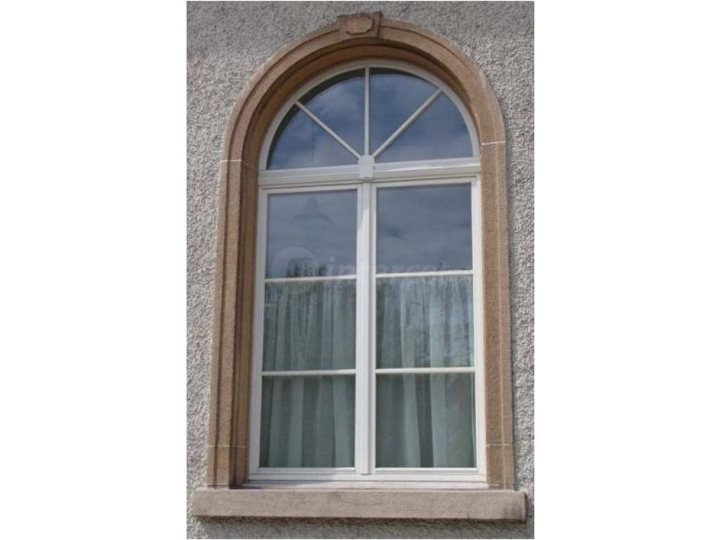 CNC okenski center Contrex: izdelava okroglih oken po segmentih.