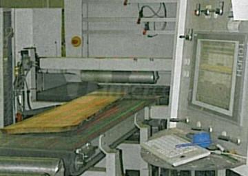 Večlistna krožna žaga KR 390 M najprej poskrbi za optimiran širinski razrez desk.