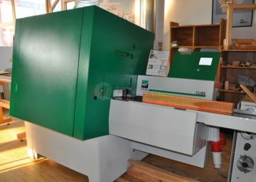 Skobeljni stroj Weinig Cube - avtomatska nastavitev dimenzije skobljanja, laserska kontrola elementov na vhodu.