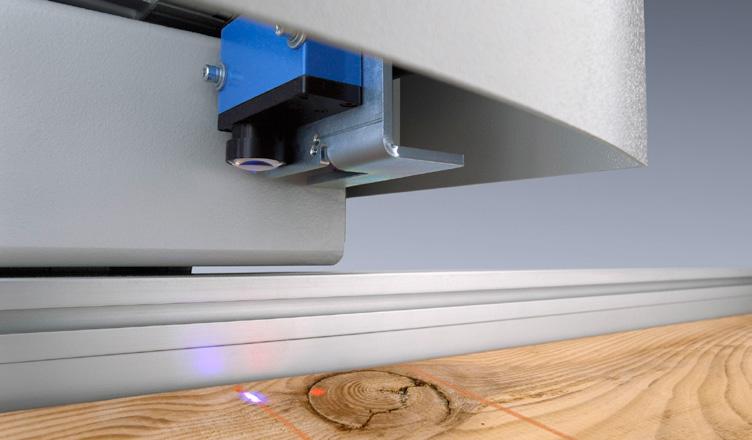 Laserska fotocelica na potisni roki zagotavlja polno optimiranje in poskrbi za optimalni razrez obdelovanca glede na potrebne mere.